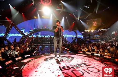 Performance de Chris au IHeartRadio Festival