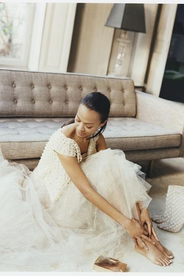 ZOE SALDANA POUR THE EDIT