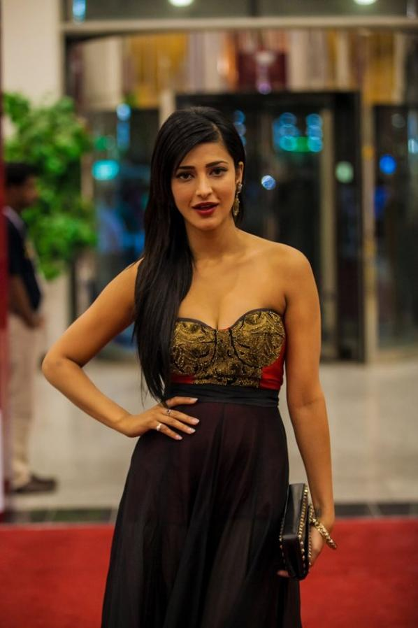 Shruthi at SIIMA Awards 2013