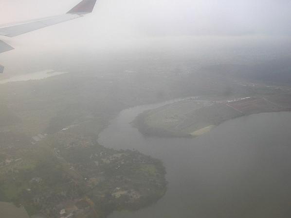 La Côte d'Ivoire vue du ciel et Abidjan en arrière plan