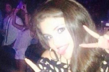 Voici quelques photos de notre jolie Selena !!! *O*