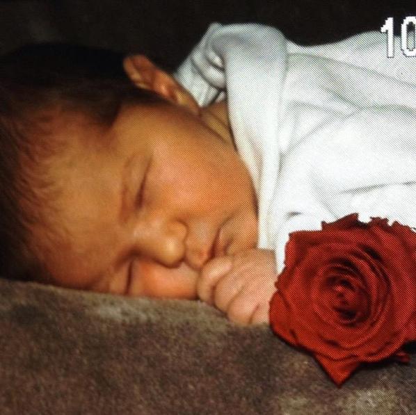 je vous présente ma petite fille elle s appelle Éléonore la mère est la puce vont bien le papa et aux ange