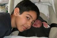 hier tu etait comme sa et aujourd hui tu et devenue un petit homme de 18 je t aime joyeux anniversaire MAZAL TOV
