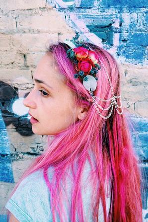 Jemima et sa chevelure de sirène ont posé pour Rightful Owner spécialisé dans le headband... J'aime bien le rose comme ça. Sa couleur a dégorgé un peu heureusement car la photo posté par Domino (voir article précédent) s'était pas nuancé, trop flash ...  j'aimais moins. Là, je trouve les photos superbes.