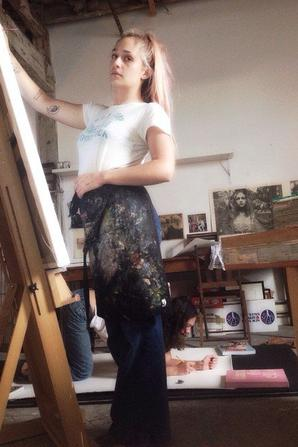 02/10/2014: Jem a commencé une toile où son amie Sarah Sophie Flicker pose.  Sa copine est très engagée pour le droit des femmes, elle a d'ailleurs crée avec d'autres l'asso lady parts justice et Jem pose avec un sac crée par cette association en collaboration avec orlakiely. Évidemment quand on achète le sac on aide lady parts justice.