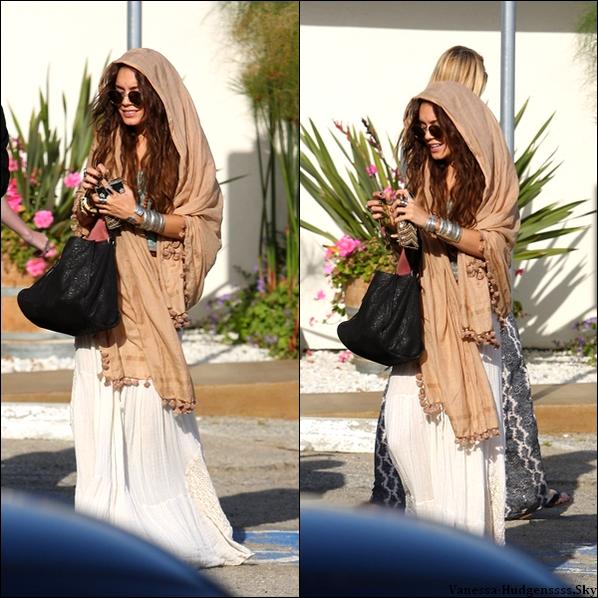 Dimanche 26 mai 2012 : Vanessa était avec Austin et des amis dans un vignoble à Malibu.