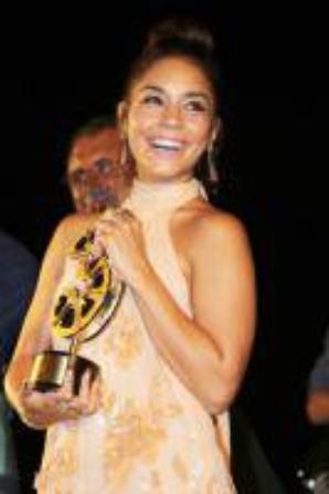 Vanessa Hudgens Sublime et glamour pour l'avant-première de son film en Italie