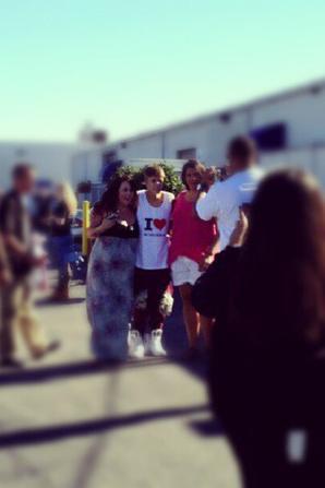 02.09 Justin et des fans. (1)