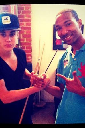 04.09 Justin jouant au billard avec Darrein Safron et Jabari Odom.
