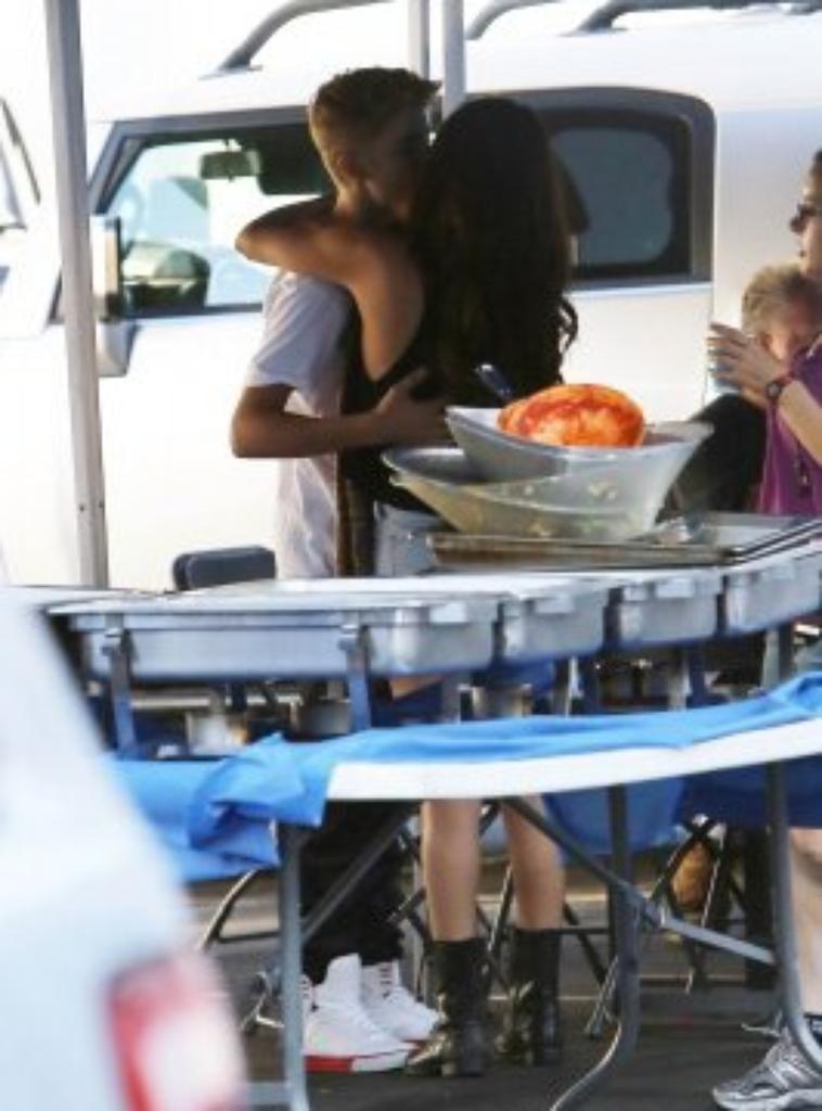 29 août 2012 - Selena gomez sur le tournage du film  Feed The Dog , avec Justin Bieber