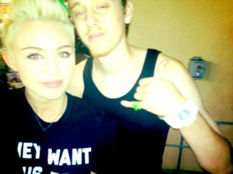 Miley Cyrus - Twitpics