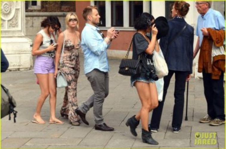 Selena Gomez - 05 septembre 2012 - Promenant dans Venise avec Vanessa et Ashley