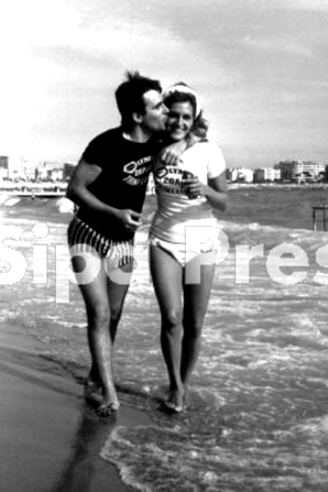 Dalida et Claude Nougaro pendant la tournée de L'Olympia - 20 Août 1964