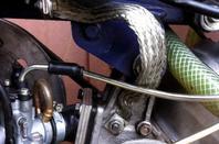 socle de poussée fait sur mesure pour modifier l'angle du ressort qui était trop horizontal au repos!