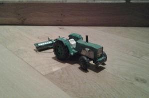 Anciens tracteurs et leur équipements