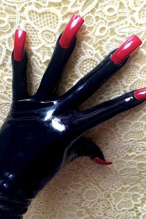 faux ongles sur gants latex
