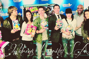 07/12/12 - Michael Weatherly, Cote De Pablo et Daniela Ruah visiter l'hôpital des enfants avec leur co-star