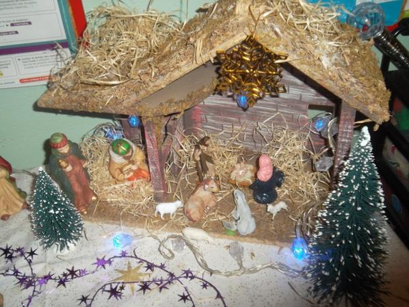 le sapin de Noel  et la crèche préparés par les bénévoles de Douvaine pour les enfants défavorisés   !!!