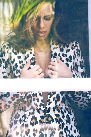 """.  25/02/2018 : Bethany a fait un photoshoot fait par Monika Sed  """"Je la trouve très belle, bien que je n'ai pas le coup de coeur pour certaines tenues.  ."""