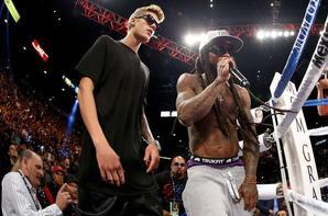 Floyd Mayweather Jr. réagit comme il a été annoncé que c'était une décision majoritaire contre Canelo Alvarez dans leur WBC / WBA des 154 livres combat pour le titre au MGM Grand Garden Arena le 14 Septembre 2013, à Las Vegas, Nevada.