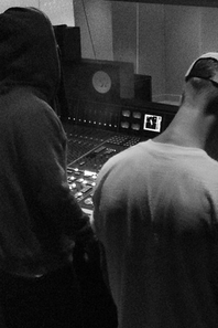 INSTAGRAM +  Justin Bieber sortant du  Hit Factory recording studio.