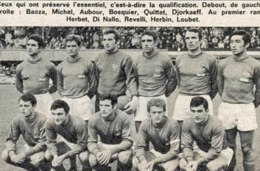 Ensemble France porté par Jean Djorkaeff contre Luxembourg en 1967