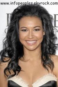 le  2/03/2013:Naya Rivera, la bombe de Glee très chic en Monique Lhuillier