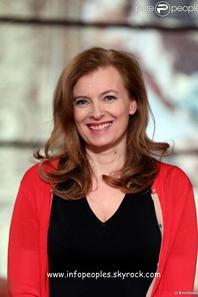 Valérie Trierweiler applaudit François Hollande face aux géants médaillés des JO