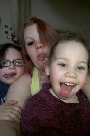 mes voisin qui son mon frére ma belle soeur et ma niéce et mes bébés