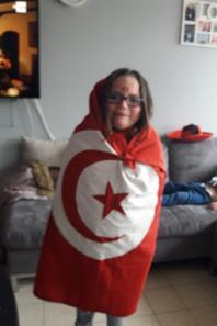 moi et ma fille avec le drapeux tunisie domage qui son perdu  pff