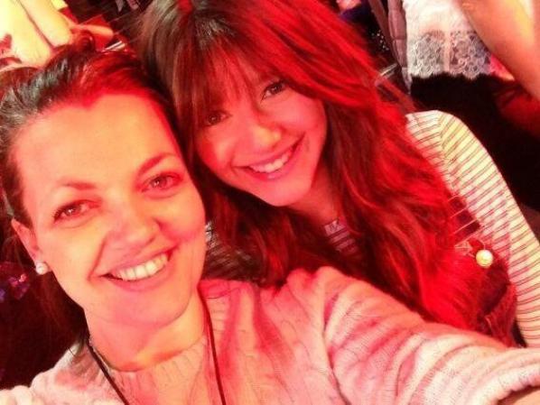Eleanor hier au concert des boys (1:Lou 2:Jay) PS: C'est une fausse frange
