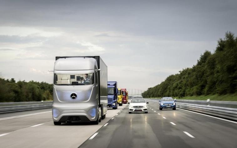 Le camion du futur par Mercedes-Benz .