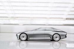 """Mercedes présente une """"fusée"""" nommée IAA ."""