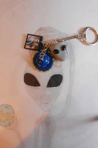 Boucle d'oreille ou porte clef alien theory