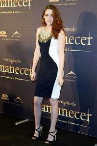 Kristen Stewart !!! Que Pensez Vous De Ses Tenues ? (Novembre / Décembre 2012)