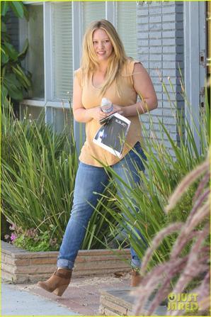 9  Août 2012 Hilary Duff emmene son petit chien Lola chez le vétérinaire à Los Angeles.