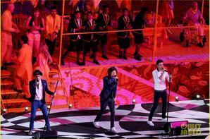 le 12 Août 2012 les one direction sur scène à la cérémonie de clôture des Jeux olympiques d'été de 2012