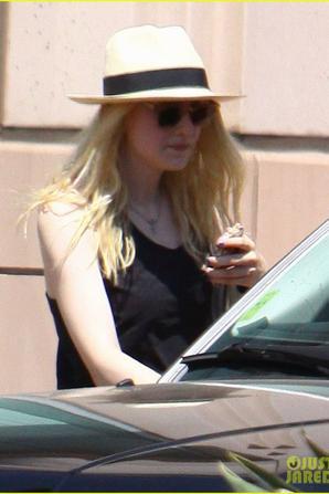 le 11 Août 2012 Dakota Fanning sortant d'une salle de gym privée, après une séance d'entraînement à North Hollywood, Californie