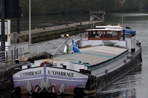 Avec le canal du nord fermé, le plaisir de revoir des spits (Freycinet) sur la Haute-Meuse  ;)  L'OMBRAGE (NL) Moerdijk (De Merelbeke 1966)