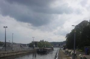TRAVELER (NL) de Roermond à Arles 1229 km & 227 écluses   ;) , SAONA (B) et CINDY (B)  parmi les 12 bateaux (11 montants) de ce samedi 26 avril 2014.