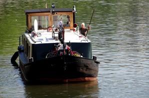 2è sur 3, après le CURSOR, DUO transporte de la fonte (515t.) vers Givet ... Avant le transit des plaisanciers </> du weekend sur la Haute-Meuse...  ;)