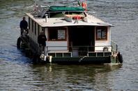 La location de CATAMOSAN (bateaux sans permis) toujours disponible à la Capitainerie du port de plaisance de Jambes - Le transport de passagers CARPE DIEM (Floreffe) à destination de Profondeville parmi les bateaux de cette 1ère journée d'été  ;)