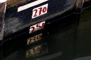 Les 1er de ce vendredi 4 juillet 2014, CHE-NO (B) & LAETITIA (NL) en provenance d'Amsterdam avec 2147 tonnes de charbon pour Givet ...