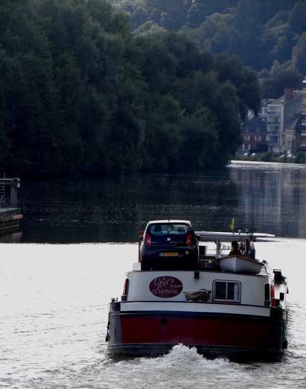 Le Quai Régiment Commando fait le plein de bateaux afin de libérer le Quai des Chasseurs Ardennais pour les préparatifs du spectacle et du feu d'artifice des fêtes de Wallonie, ce samedi 20 septembre à 22h   ;)