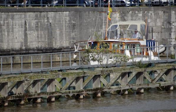 Fin de semaine très calme, il est 12h lors de l'arrivée des premiers bateaux!