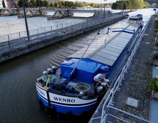 WENRO (1966) est de retour du silo de Givet à destination d'Herent.  Il fait partie des quatre 47 m. d'origine, avec BRENDA (1960), ABEONA (1964) & NJORD (1964), construits à Tielrode.