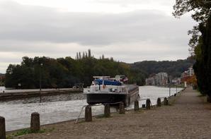 PORTHOS, une péniche dédiée au groupe EDF, en provenance de Pont-de-Loup et à destination de la région de Thionville...