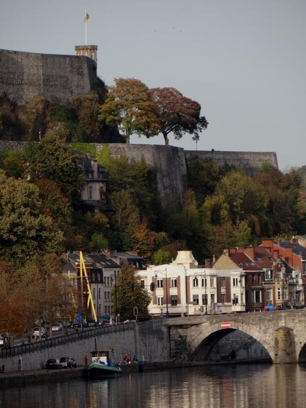 19° Température exceptionnellement douce à la veille de la Tousaint - Faible trafic à l'amont de Namur.  Le MENTOR vu sur Liège par Pierre Lemoine, avant son arrivée sur la Haute-Meuse. Les statistiques annuelles et du mois d'octobre à La Plante, entre 2001 et 2014.