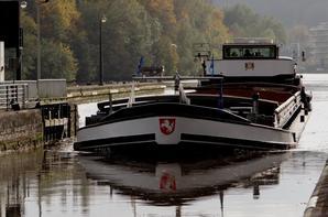 """Les """"Province de Liège I & II"""" sur la Haute Meuse pour la 1ère fois, à destination de Hastière...  OERAL avec 1008t. de cellulose pour Givet, ..."""