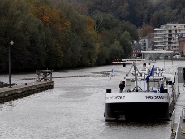 """Le convoi bateau-école """"Province de Liège I"""" & """"Province de Liège II"""" (Huy) en Meuse namuroise  ;)"""